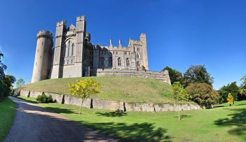 Arundel Castle, UK, on a Sunny October Afternoon By Farwestern Photo by Gregg M. Erickson (Own work) [CC-BY-3.0 (http://creativecommons.org/licenses/by/3.0)], via Wikimedia Commons