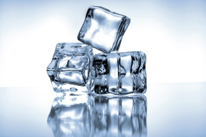26013000 Ice cubes on blue background